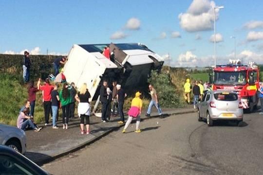 ВДагестане 19 человек пострадали при крушении автобуса