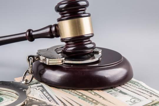 Дагестанского судью подозревали вовзятке в400 тыс. руб.
