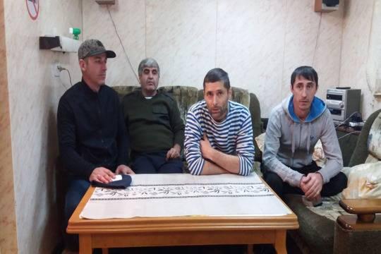 ВАстрахани моряки 3-х судов объявили голодовку