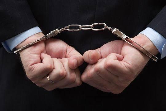 ВМахачкале начальника отдела дознания задержали при получении взятки