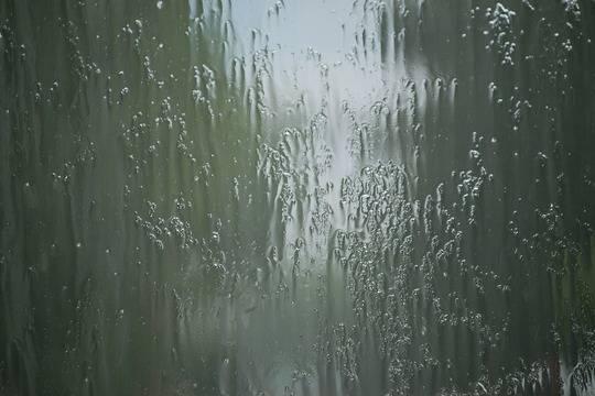 Коммунальные службы Махачкалы устраняют последствия проливных дождей
